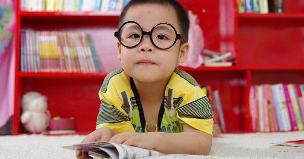 Cinco tips para organizar la biblioteca en el hogar
