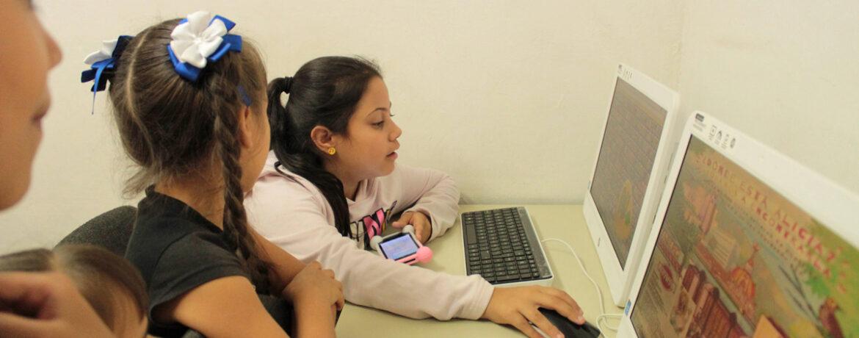 Integrar a niños entre las edades de 9 a 13 años desde las TICS con el fin de fortalecer sus habilidades como los niños que habitan las bibliotecas ofreciéndoles herramientas que les proporcionen una mirada del buen uso por las mismas