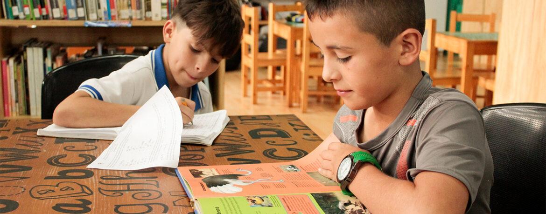 Está orientado a niños y niñas de 9 a 13 años, el cual les permite preguntarse por sí mismos y por el contexto que los rodea, a través de experiencias significativas desde la lectura y el arte, por medio de; expresiones artísticas (pictóricas y plásticas), expresión corporales, Interpretación y construcción de significados y significante que pasan por su cuerpo y lo vivencia desde los sentimientos y las sensaciones. Permitiendo una construcción de ser más crítico con su entorno, creativo y autónomo desde las distintas expresiones y manifestaciones del arte.